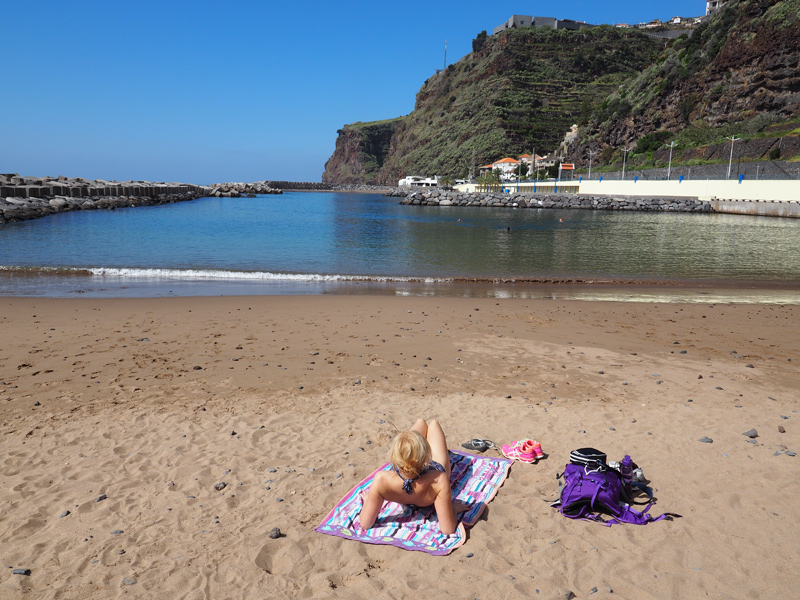 Sandstrand auf Madeira in Calheta