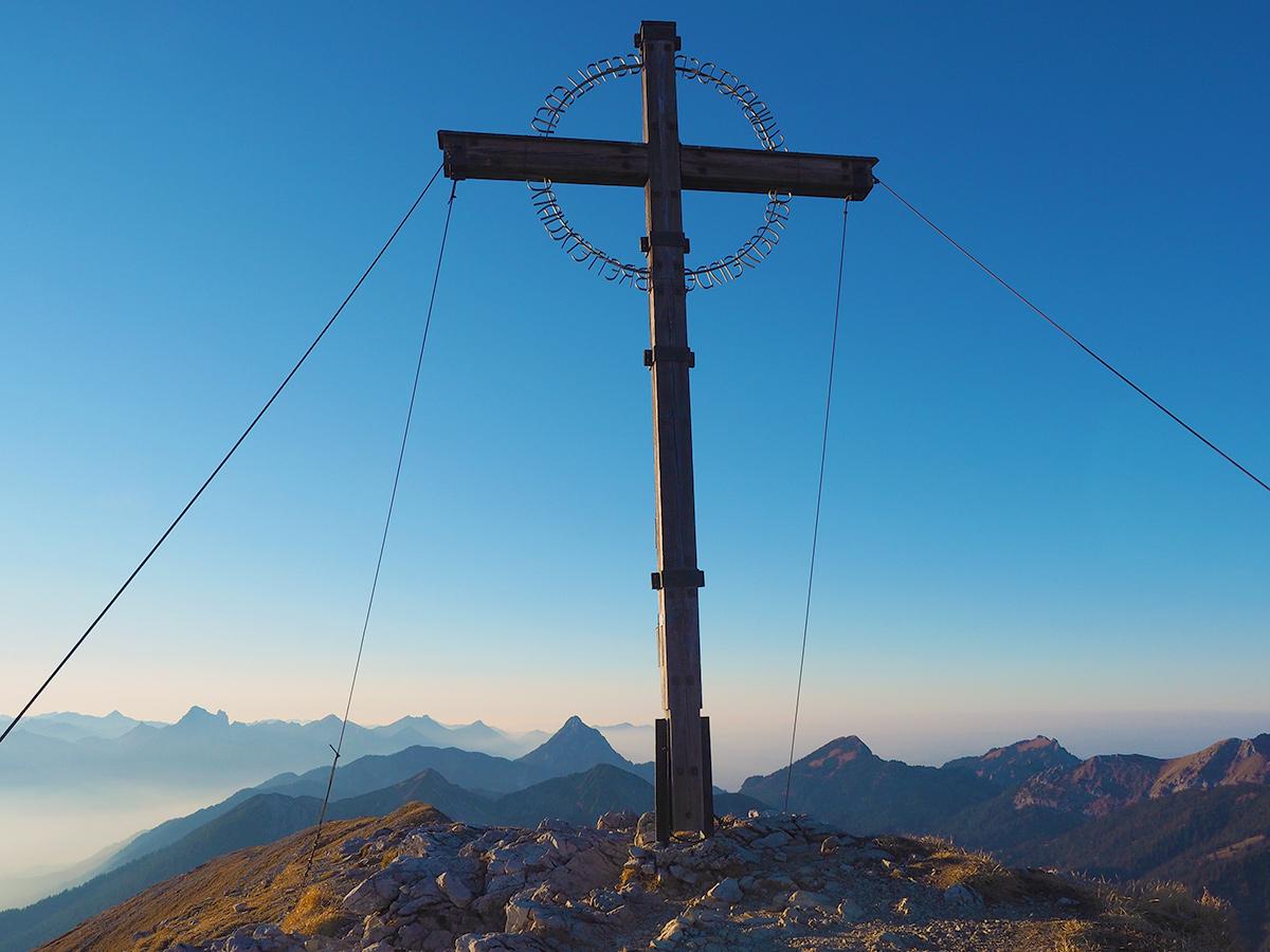 Wandern auf die Geierköpfe - Gipfelkreuz