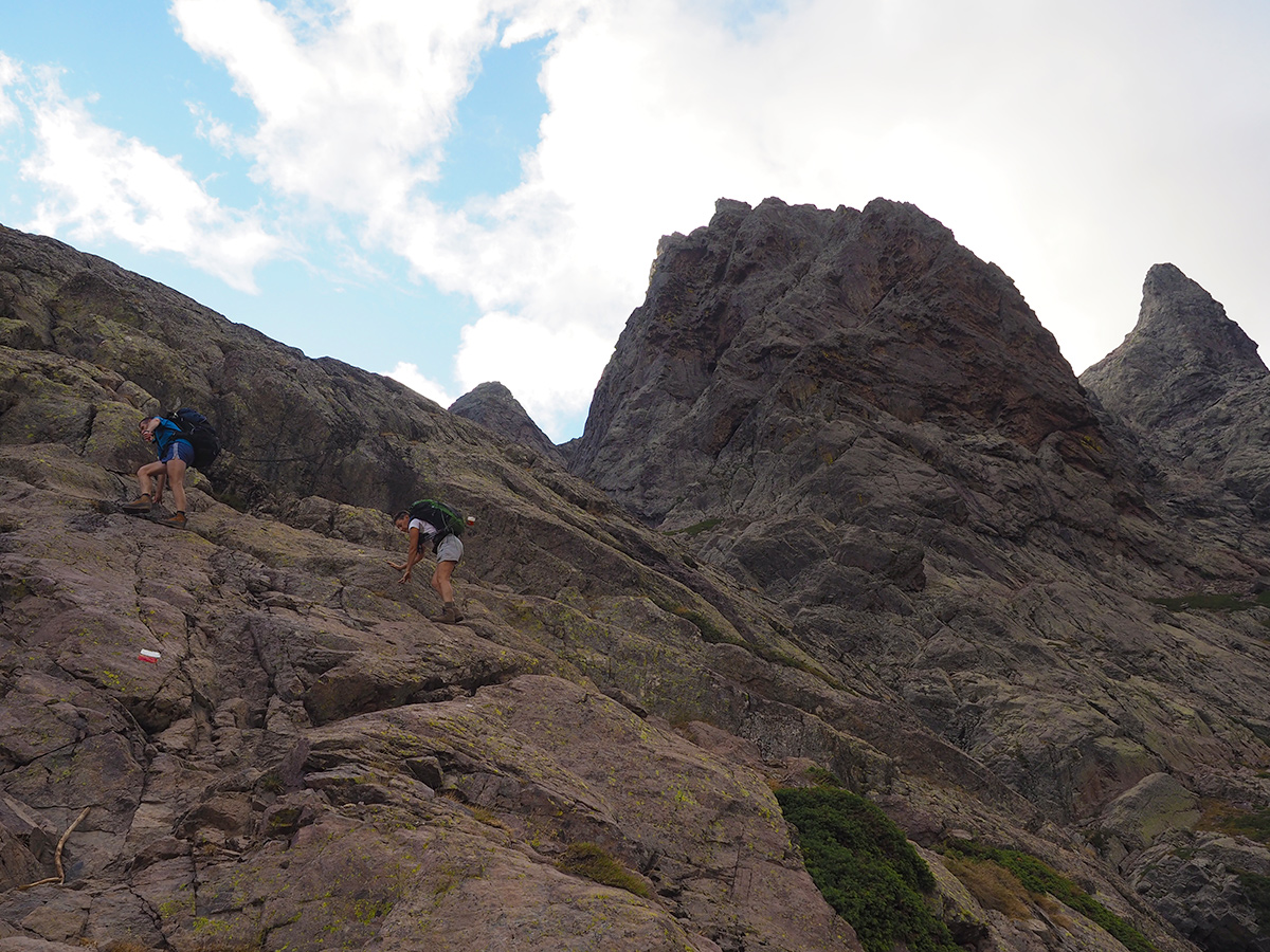 Wandern auf dem GR20 - Haut-Asco - Refuge Tighiettu, Klettern