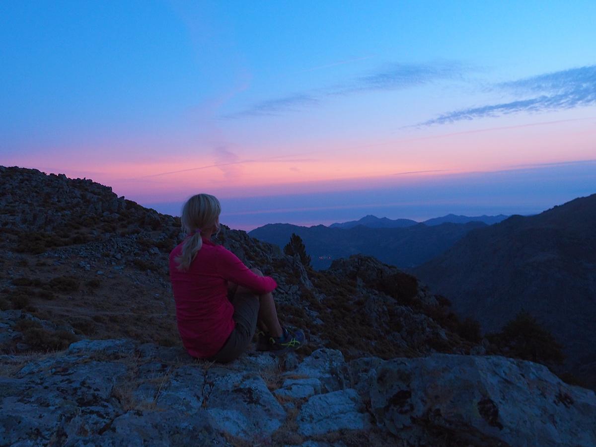 Wandern auf Korsika auf dem GR20 - Bocca a u Salutu, Sonnenaufgang