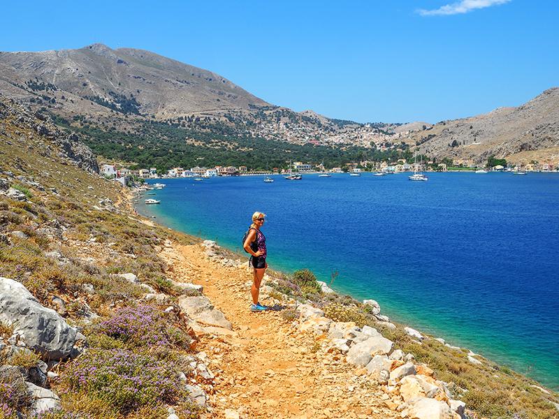 Symi - Wanderweg zum Strand in Pedi