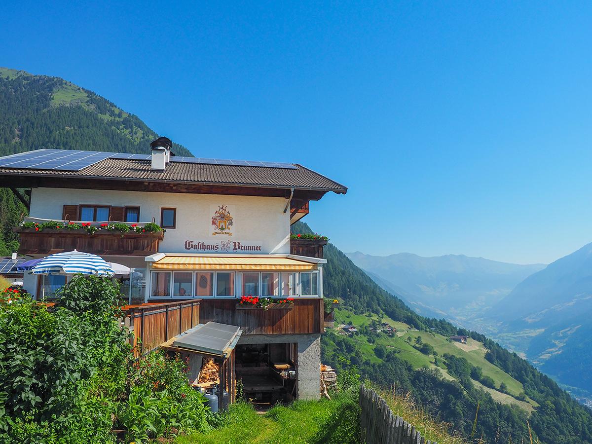 Meraner Höhenweg Wandern - Gasthof Brunner