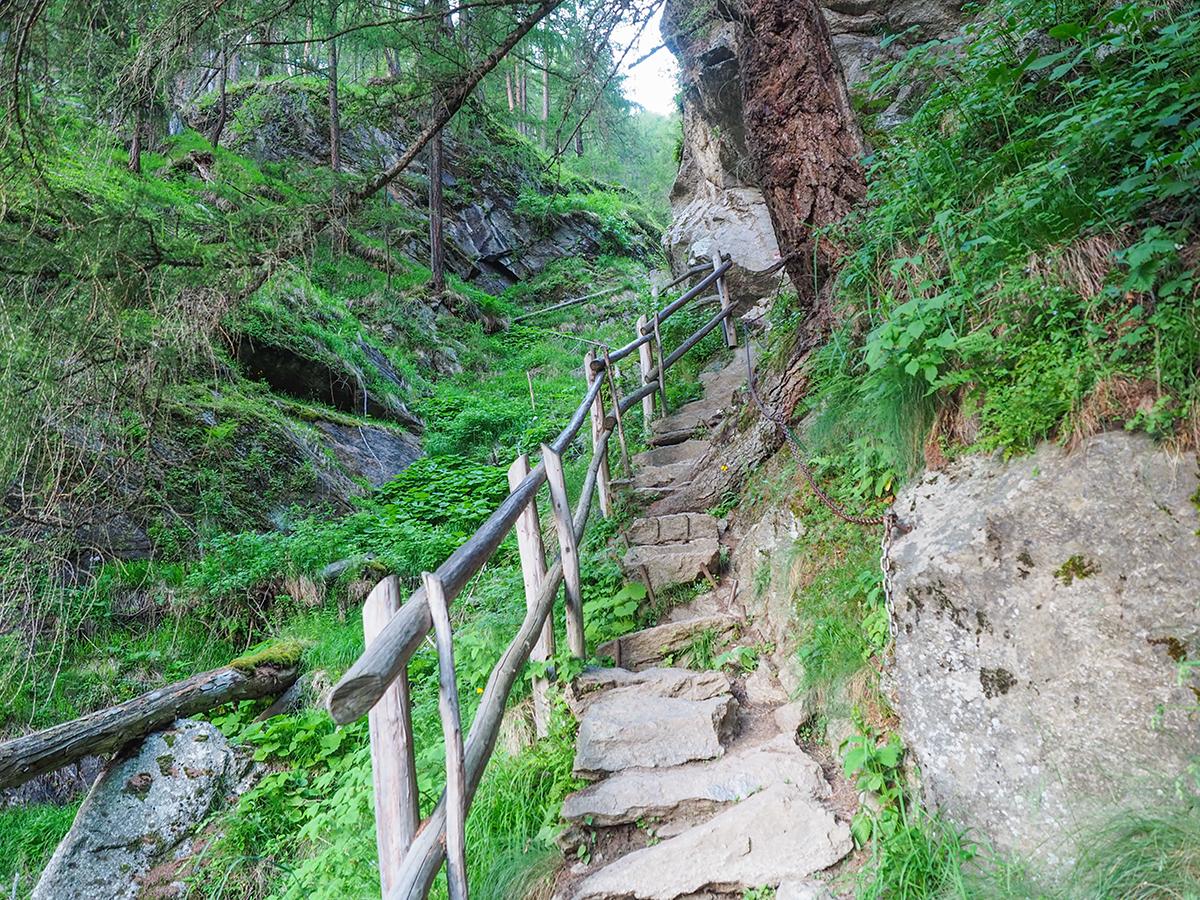 Wandern Meraner Höhenweg - Pichhof, 1000-Treppen Schlucht