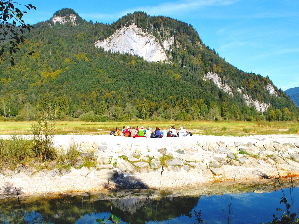 Meditationsweg Ammergauer Alpen - Meditationsgruppe im Weidmoos